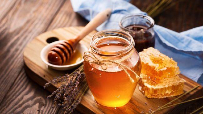 Banyak mitos soal keaslian madu membuat sebagian masyarakat kesulitan untuk memilih madu yang sesuai. Berikut fakta di balik empat mitos mengenai keaslian madu.