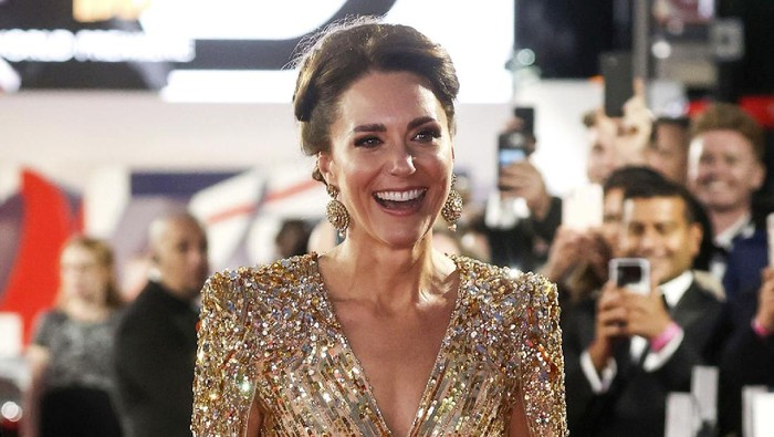 5 Tampilan Kate Middleton Saat Menghadiri Pemutaran Film, Nggak Kalah Glamor Sama Selebriti Hollywood!