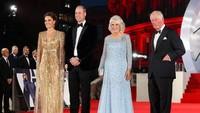 <p>Dalam pemutaran perdana film terbaru James Bond, terlihat Pangeran Charles bersama Camilla, serta Pangeran William dan Kate Middleton kompak hadir di sana. (Foto: Instagram @clarencehouse)</p>
