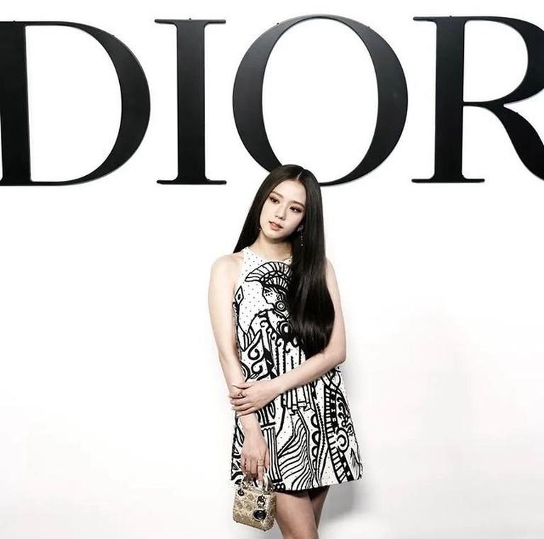 Penampilan Jisoo BLACKPINK di Paris Fashion Week 2021, Cantik Menawan!