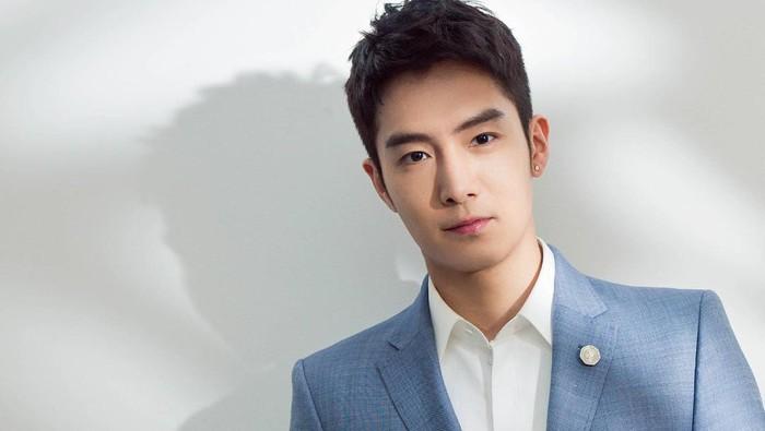 Peter Sheng merupakan aktor tampan yang menjadi lawan main Dilraba di film 'Pretty Li Hui Zhen'. Film yang rilis di tahun 2017 ini merupakan remake dari drama populer Korea berjudul 'She Was Pretty'. /Foto: instagram.com/@shengyilun_yilun