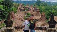 <p>Reza Bukan dan Serevina pun kompak menjalankan misi keagamaan di pelosok Indonesia. (Foto: Instagram @rezabukan)</p>
