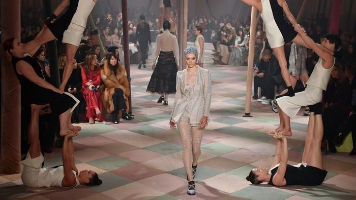 Deretan Konsep Fashion Show Dior Rancangan Maria Grazia Chiuri yang Paling Heboh