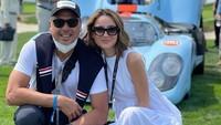 <p>Jarak usia Julie Estelle dan suami pembalap ini cukup jauh, yakni 14 tahun. Meski begitu, keduanya tampak serasi. (Foto: Instagram @julstelle)</p>