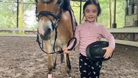 <p>Bakat tersebut juga diturunkan kepada putri sulungnya, Raqeema Ruby Radinal. Nabila memperkenalkan olahraga tersebut kepada putrinya yang masih berusia tiga tahun. (Foto: Instagram @nsyakieb85)</p>