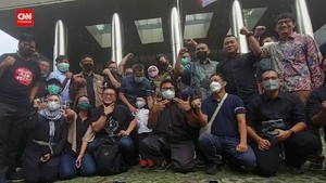 VIDEO: Momen 57 Pegawai Tak Lolos TWK Meninggalkan KPK