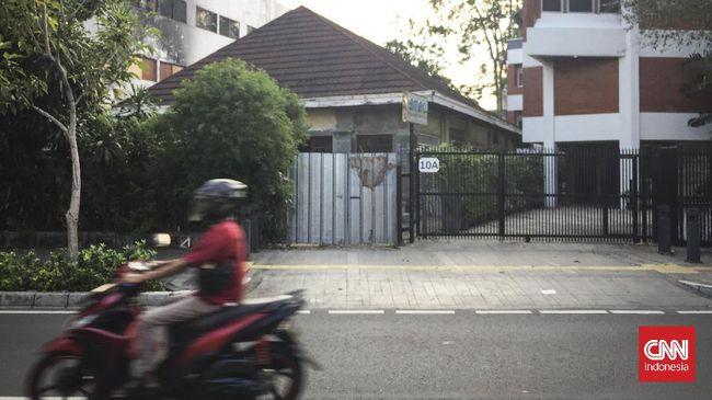 Pusat penjualan tiket legendaris Ibu Dibjo memulai bisnisnya dari sebuah rumah di tepi Jalan Cikini Raya.
