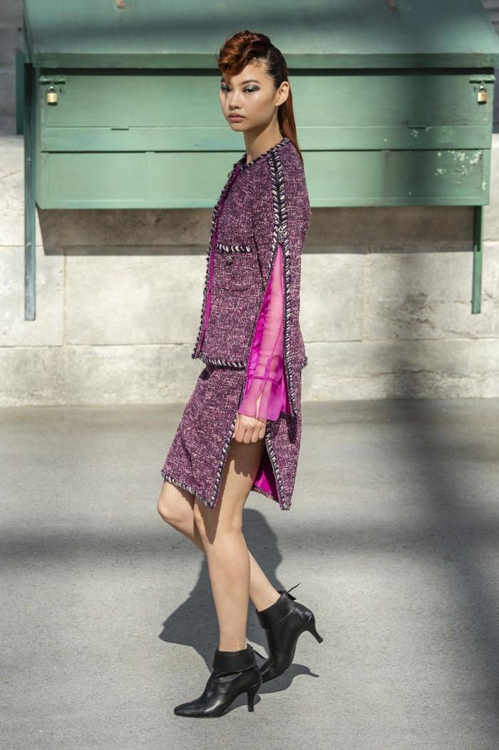 Ditahun 2018 ia juga berjalan untuk fashion show lini haute couture Chanel, mengenakan busana serba pink. Foto: livingly.com/IMAXtree