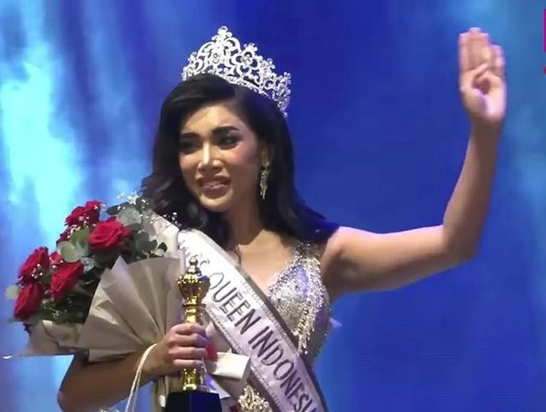 Millendaru berhasil sabet gelar sebagai Miss Queen Indonesia yaitu kontes kecantikan transgender. Yuk intip momennya!