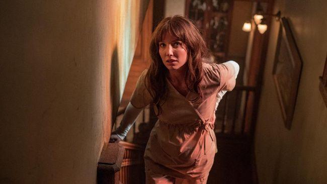 Review Malignant menilai film ini jelas terlihat sebagai cara James Wan mencoba bereksperimen dengan hal yang sudah ia kuasai.