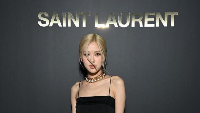 5 Tampilan Fierce Rose BLACKPINK Saat Memakai Koleksi Busana Saint Laurent