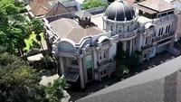<p>Bintang TikTok Dave Stanley atau Dave STN menunjukkan isi rumahnya. Rumahnya tak biasa, Bunda, megah seperti istana. (Foto: YouTube Boy William)</p>