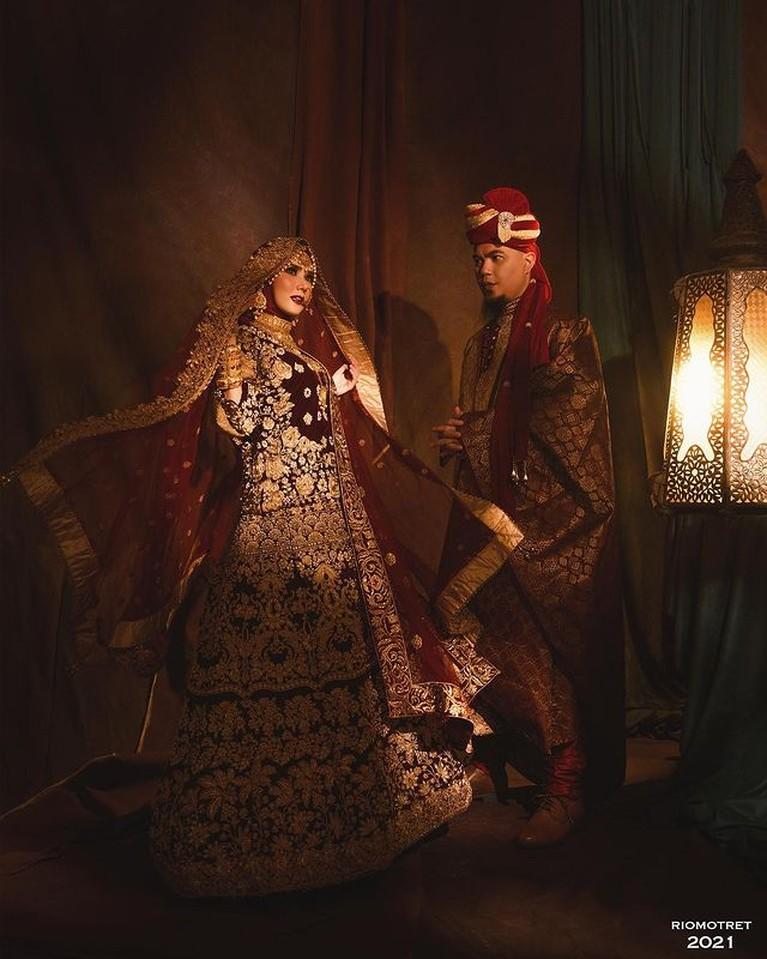 Mulan Jameela dan Ahmad Dhani melakukan pemotretan tema Bollywood pakai busana India. Yuk intip!