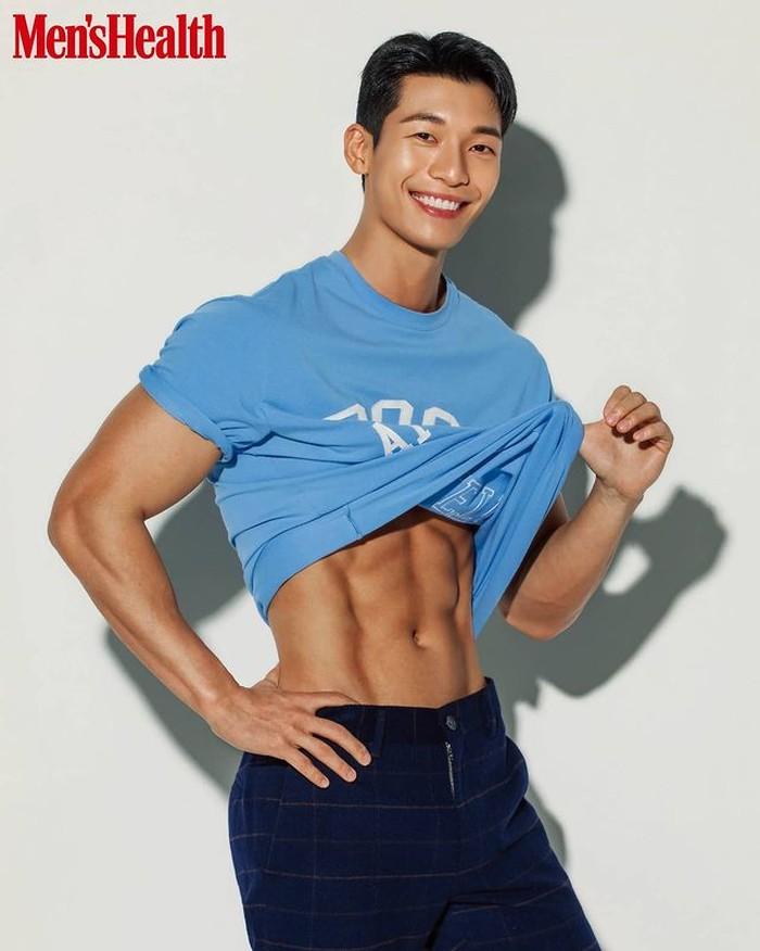 Wi Ha-Joon, pria kelahiran tahun 1991 ini berprofesi sebagai aktor dan model. Namanya mulai dikenal saat membintangi drama Something in The Rain. / foto: instagram.com/kdramanews.id