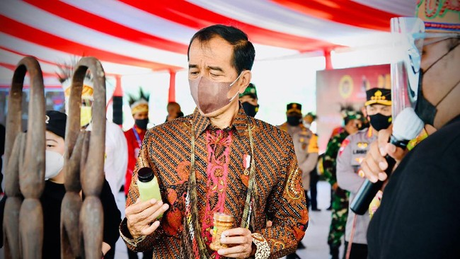 Mahasiswa Bandung Demo Kritik Kinerja 2 Tahun Jokowi-Ma'ruf