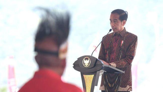 Jokowi mengklaim tak ingin Indonesia hanya menjual sumber daya alam dalam bentuk mentah tapi harus mempunyai nilai tambah.