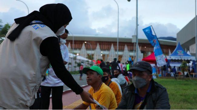 Satgas Prokes PON XX Papua total sudah membagikan 2 juta masker di empat lokasi penyelenggaraan, hingga Selasa (13/10).