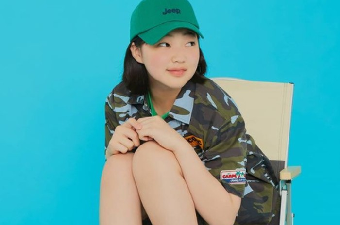 Selain berakting, Kim Min Seo juga aktif sebagai model pakaian anak-anak. Ia telah dipercaya menjadi model berbagai merk terkenal, seperti Jeep Korea. Gayanya manis banget ya, Beauties!/Foto: instagram.com/actress_minseo