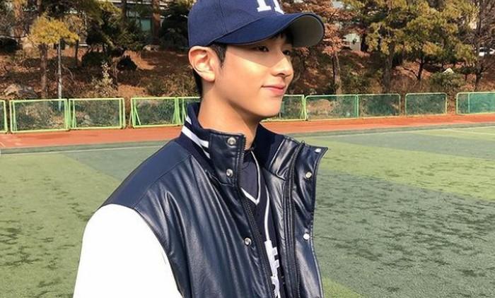 Lee Jung Jun lahir pada tanggal 22 Maret 1999. Ia merupakan aktor rookie yang debut dalam drama Class of Lies pada tahun 2019 lalu./Foto: instagram.com/right_jun_