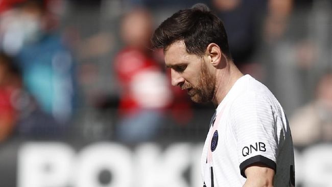 Sergio Aguero mengungkapkan reaksi Lionel Messi terkait kepindahannya yang mengejutkan dari Barcelona pada awal musim ini.