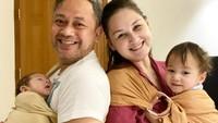 <p>Indra Brasco tak ingin membedakan kasih sayang untuk anak-anaknya dan Balint. Ia tampak begitu menyayangi keponakannya itu bak anak sendiri, Bunda. (Foto: Instagram @indrabrasco)</p>