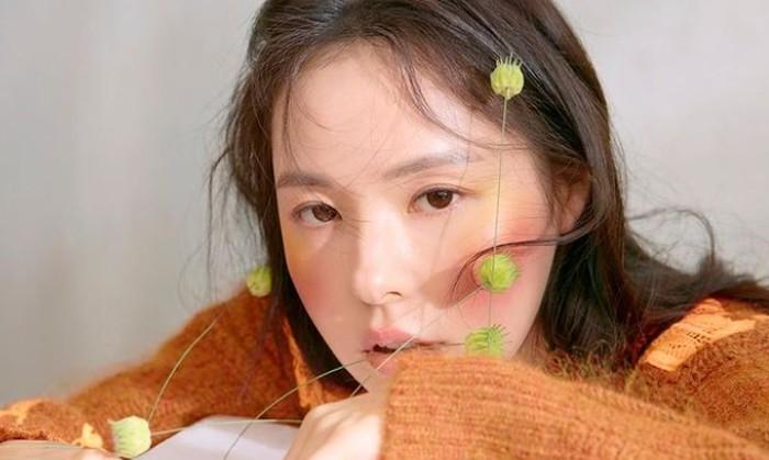 Min Hyo Rin pernah bermimpi ingin menjadi anggota girl group, karena suka merasa kesepian ber-karier sendiri. Mimpi itu terwujud dalam program SIster Slam Dunk, di mana ia membentuk proyek grup bersama Jessi dan Tiffany SNSD./Foto: instagram.com/hyorin_min