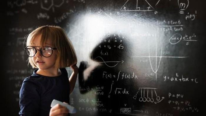 4 Tips Membentuk Anak Agar Menjadi Cerdas, Orang Tua Perlu Tahu Lho!
