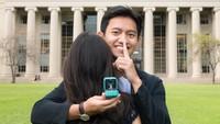 <p>Pada mulanya, Belva mengajak sang kekasih melakukan sesi foto di halaman kampus. Ia mengatur strategi agar cincin tersebut tidak diketahui oleh Sabrina. (Foto: Instagram @belvadevara)</p>