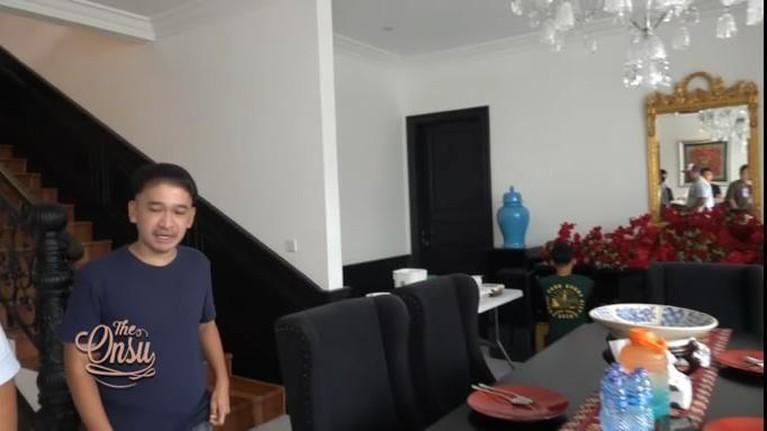 Ivan Gunawan baru saja menggelar syukuran karena rumah mewahnya hampir selesai direnovasi. Yuk intip rumah mewahnya!