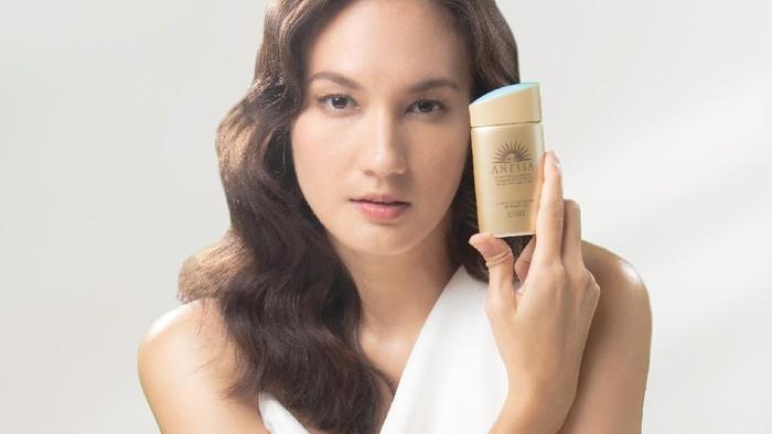 Nggak Takut Matahari, Nadine Chandrawinata Jadi Brand Ambassador Anessa
