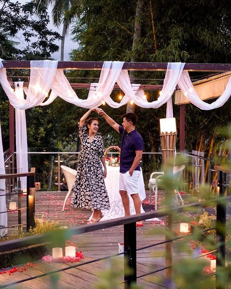 Diisukan Retak, Intip Momen Mesra Shandy Aulia dan Sang Suamii 10 Tahun Menikah