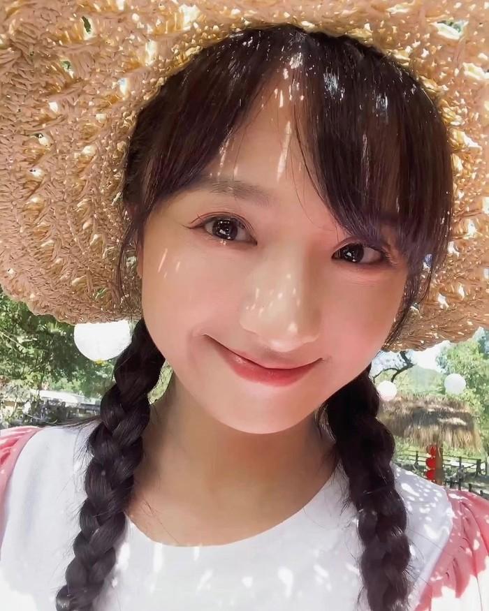 Li Jia Qi atau yang lebih populer dengan sebutan Nicky Li ini pernah memerankan Xiao You dalam drama Meteor Garden (2018). Setelah itu, aktriskelahiran tahun 1997 ini kerap wara-wiri menjadi peran utama dalam setiap drama dan film yang diperankan. /Foto: @lijiaqi_official
