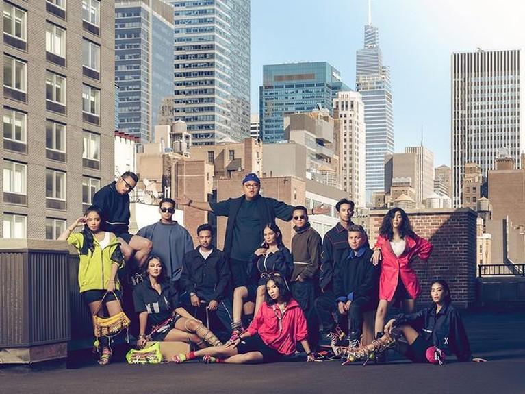Gading Marten ramai diisukan berpacaran bahkan melamar Enzy Storia di New York. Yuk kita intip momen kedekatan mereka!