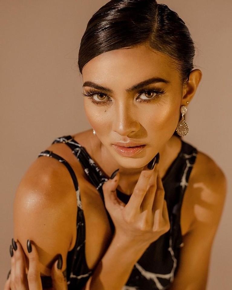Miss Universe Filipina bernama Beatrice Gomez menuai kontroversi karena mengaku seorang biseksual. Yuk kita intip potretnya!