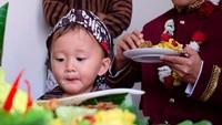 <p>Sutradara Hanung Bramantyo baru-baru ini genap berusia 46, Bunda. Ulang tahunnya dirayakan oleh keluarga tercinta di Yogyakarta. (Foto: Instagram @zaskiaadyamecca)</p>