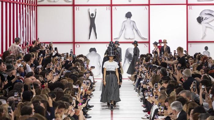 Sisi Lain dari Industri Fashion, Ini Tekanan Mental yang Sering Dialami oleh Para Model