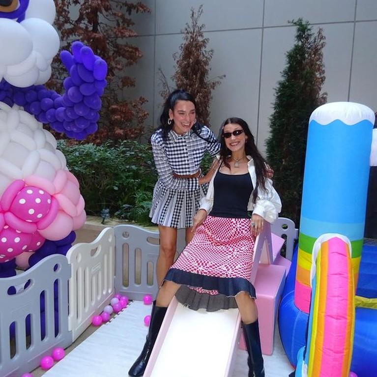 Momen Perayaan Ultah Baby Khai yang ke-1 Anak Gigi Hadid dan Zayn Malik