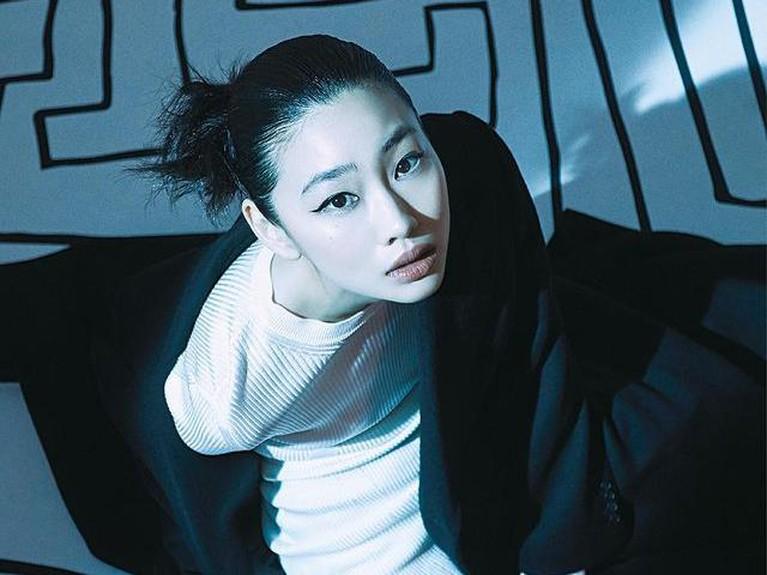 Nama Jung Ho Yeon sedang naik daun dan populer berkat aktingnya di Squid Game. Yuk kita intip pesonanya!