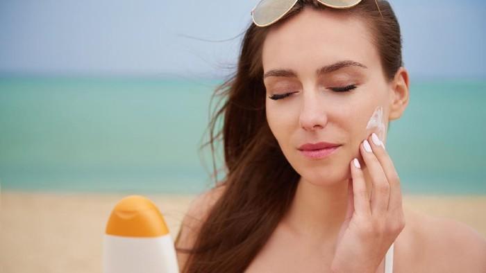 Supaya Nggak Buang Duit, Ini Tips Memilih Sunscreen yang Cocok Sesuai Tipe Kulit Wajah