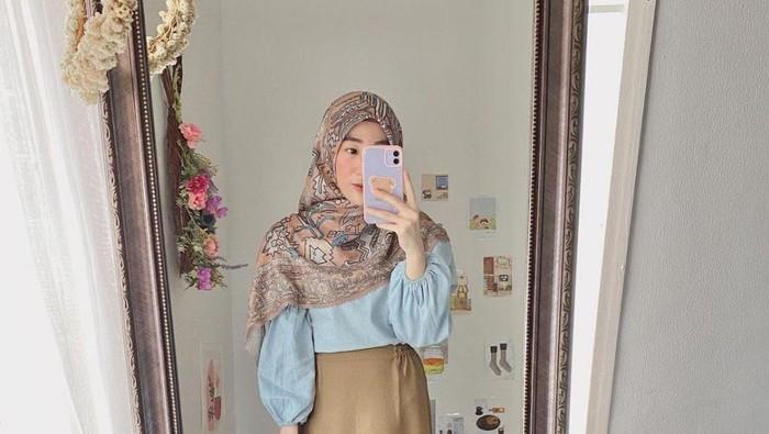 Intip yuk Inspirasi OOTD Hijab ala Larissa Chou yang Girly dan Fashionable