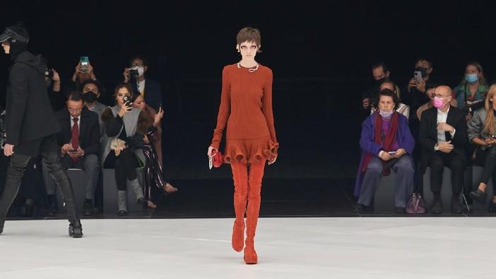 Koleksi Terbaru Givenchy Mendapat Kecaman Gara-gara Desain Aksesori yang Kontroversial dan Meresahkan