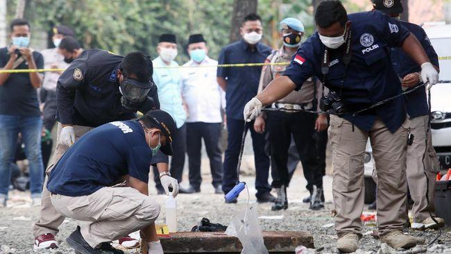 Polisi memeriksa 10 orang saksi dari pihak Telkom terkait tewasnya lima orang di gorong-gorong yang berada di Perumahan Taman Royal, Cipondoh, Kota Tangerang.