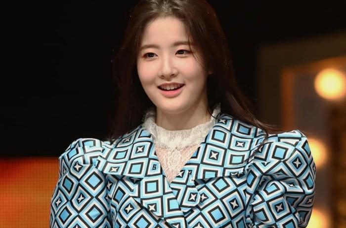 Selain jago akting, Sieun juga dikenal sebagai aktris yang memiliki suara merdu. Ia pernah tampil dalam acara The King of Masked Singer, di mana ia sukses memukau penonton dengan kemampuan menyanyinya./Foto: instagram.com/stayc.sieun