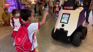 VIDEO: Singapura Terjunkan Robot Awasi Gerak-gerik Warga