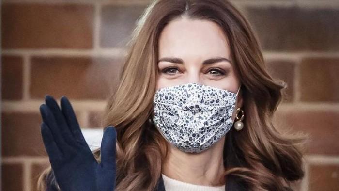 Deretan Penampilan Kate Middleton Saat Pakai Masker, Tetap Modis!