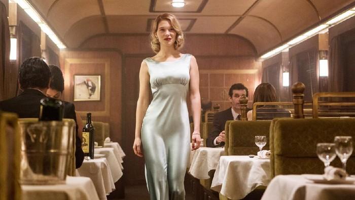 Simak Gaya Ikonis Para Aktris Saat Memainkan Karakter Bond Girl di Film James Bond