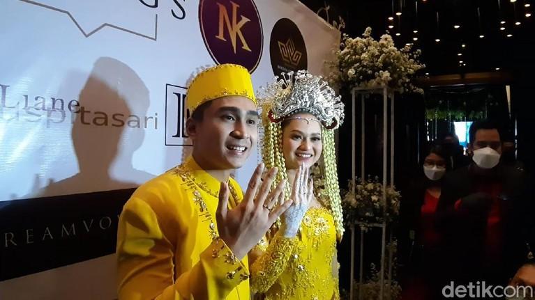 Nadya Indry menikah dengan Lutfi Agizal.