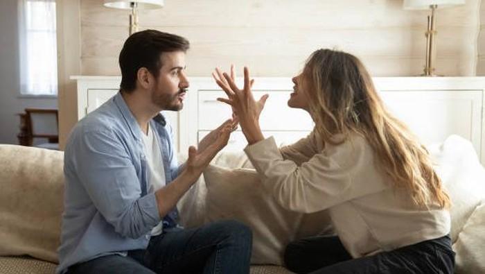 Seperti Tom and Jerry, Ini Alasan Kenapa Libra dan Scorpio Adalah Pasangan yang Rumit