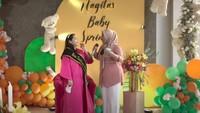 <p>Nagita Slavina, belum lama ini mendapat kejutan meriah dari keluarga dan para sahabat. Mereka mengadakan baby shower di usia kehamilan Nagita yang sudah tua. (Foto: YouTube Rans Entertainment)</p>