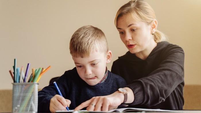 Sering Dikekang Orang Tua? Ini Dia Cara Menghadapi Strict Parents